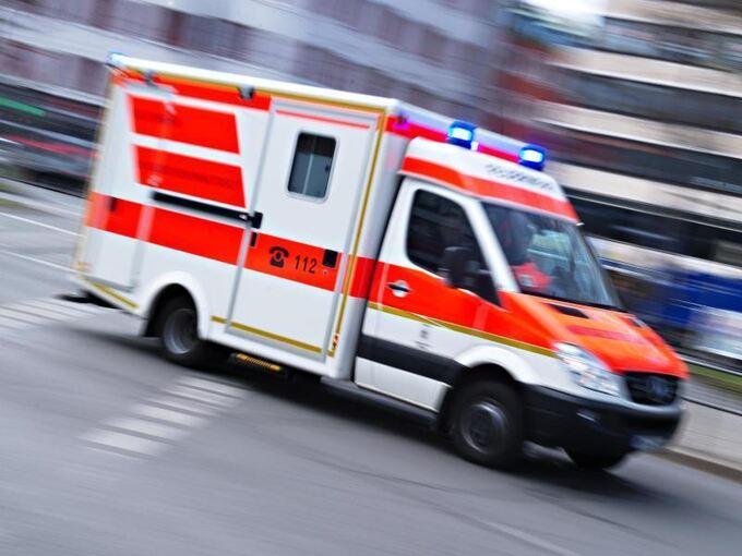 autofahrerin stirbt nach zusammensto mit lastwagen baden w rttemberg ludwigsburger kreiszeitung. Black Bedroom Furniture Sets. Home Design Ideas