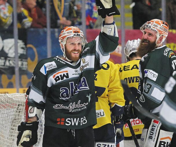 Jubelnde Steelers: Tyler McNeely (links) und Shawn Weller.Foto: Baumann