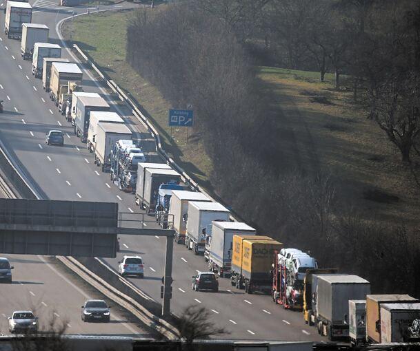 Autobahn Wird Zum Trümmerfeld Landkreis Ludwigsburg