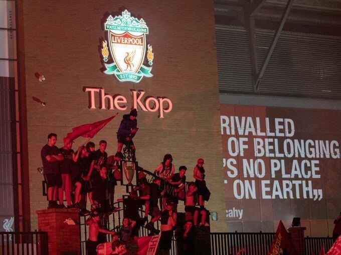 Ekstase Pur An Der Anfield Road So Emotional Feiern Die Fans Die