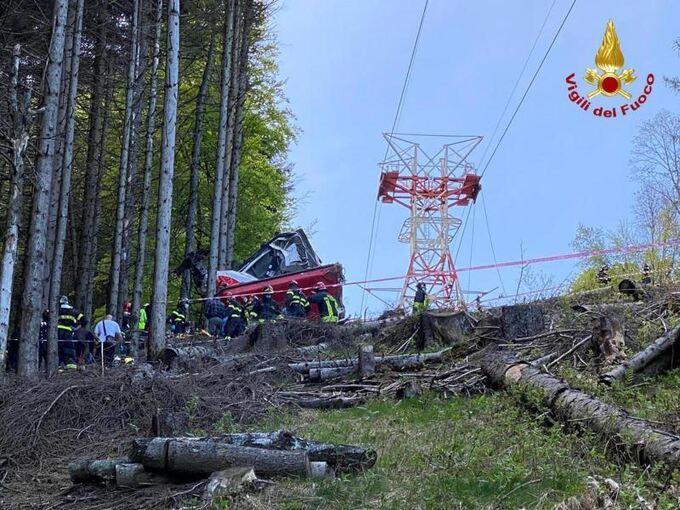 13 Tote bei Seilbahnunglück in Italien - Überregionales ...